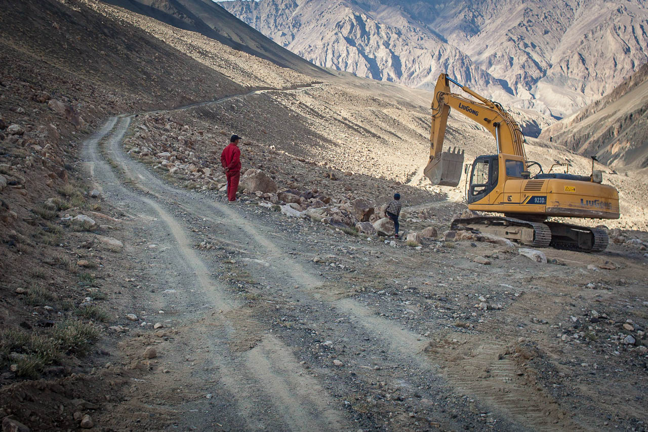 Chinese mining company working on an access road in the Tajik Pamirs. Photo: Martin Saxer, 2013