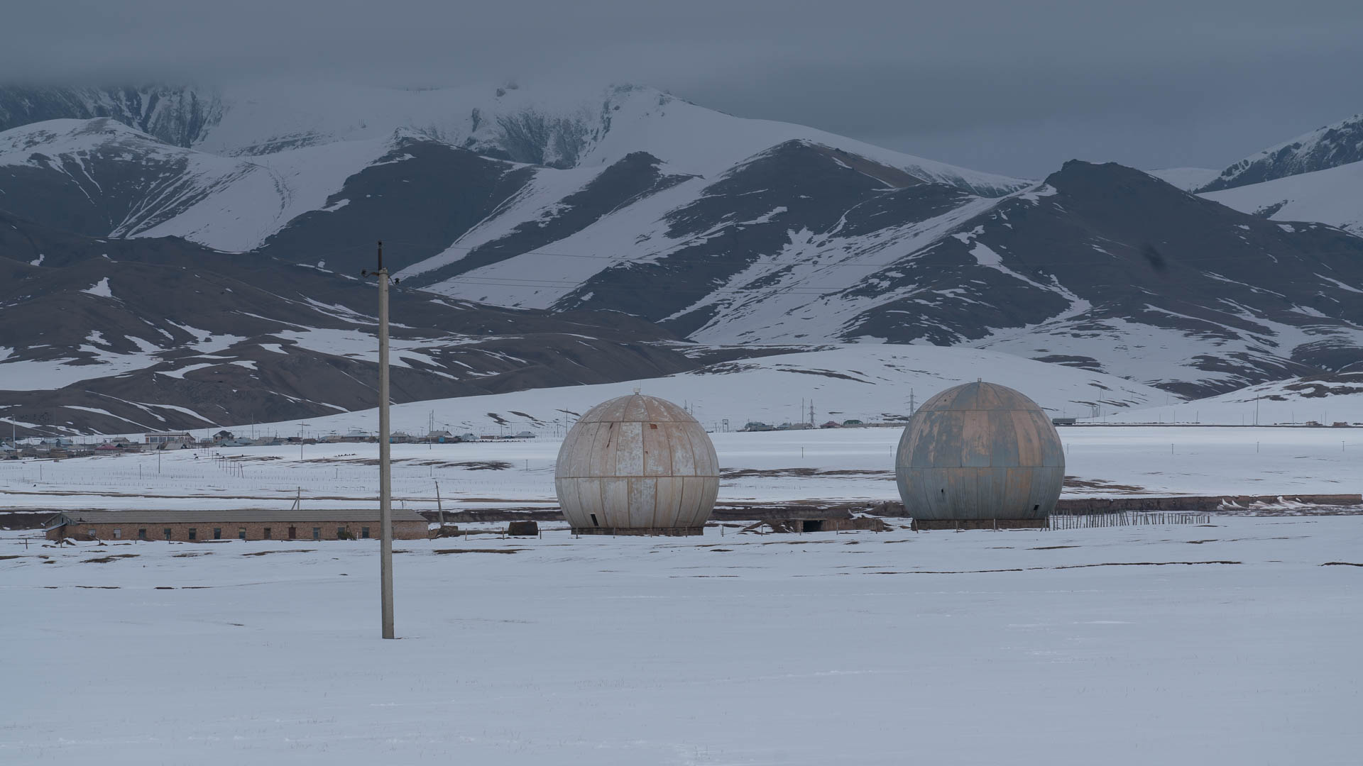 Soviet Radar stations in the Alai Valley, Kyrgyzstan. Photo: Martin Saxer, 2018.